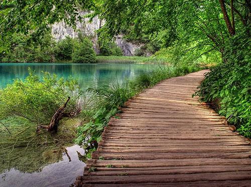Plitvice từng được gọi là khu vườn của quỷ dữ bởi có nhiều người chết đuối ở đây.
