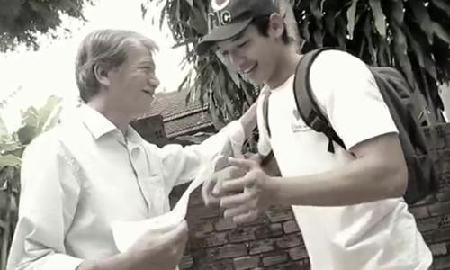 Sau những cám dỗ từ cuộc sống, người con trai lại nhớ về quãng thời gian gắn bó cùng cha.