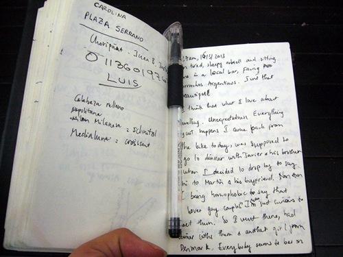 Cuốn sổ tay ghi lại cuộc hành trình của Huyền Chip. Ảnh: Fb