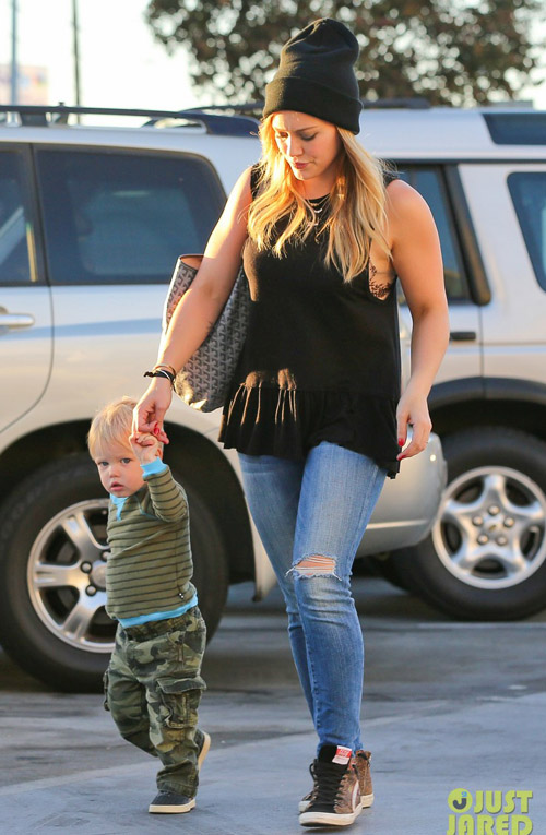 hilary-duff-dinner-with-luca-a-2948-5230