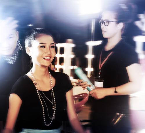 Kim Ngân vẫn bị chê giống một hoa hậu hơn là người mẫu vì biểu cảm tươi vui quá mức.