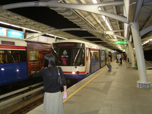 BTS  tàu điện trên không là phương tiện giao thông rất phổ biến tại Thái Lan. Ảnh: Wikipedia