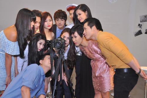 'Quang gánh mẹ tôi' do nhạc sĩ Lê Đức Hùng sáng tác dựa trên ý thơ của Quỳnh Như được hoà âm phối khí bởi phòng thu của nhạc sĩ Đăng Khôi.