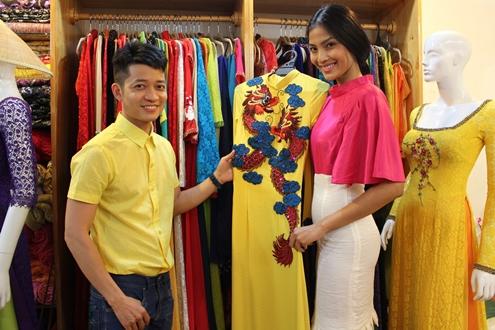 Trương Thị May mang áo dài đến Hoa hậu Hoàn vũ