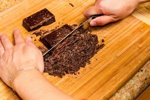 Cách làm bánh kem socola cho ngày 8/3 5