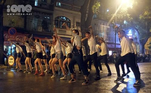 St.319 nhảy flashmob: Ca khúc mang thông điệp về sự trân trọng những phút giây sẻ chia bên những người bạn yêu thương