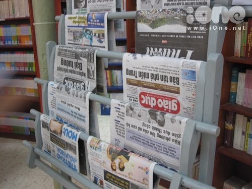 Có cả báo, tạp chí cho teen mình tham khảo nữa nhé.