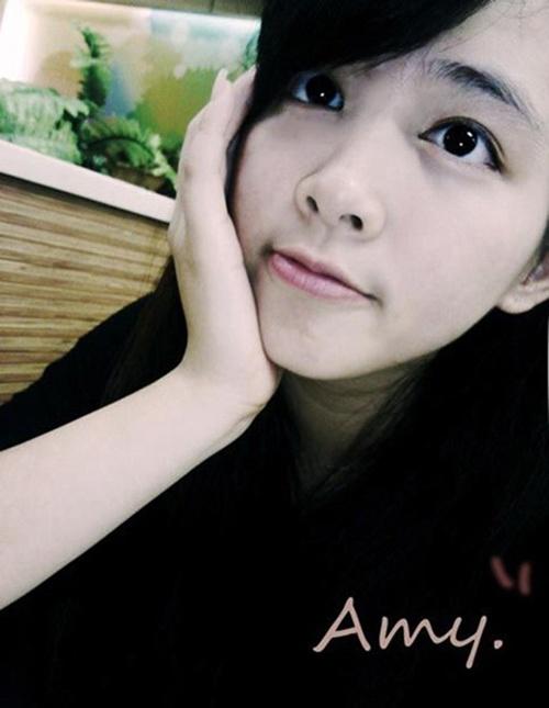 Chenhao Yu sở hữu gương mặt bầu bĩnh, đôi mắt to tròn, với chiều cao 1m60, nặng 50 kg.