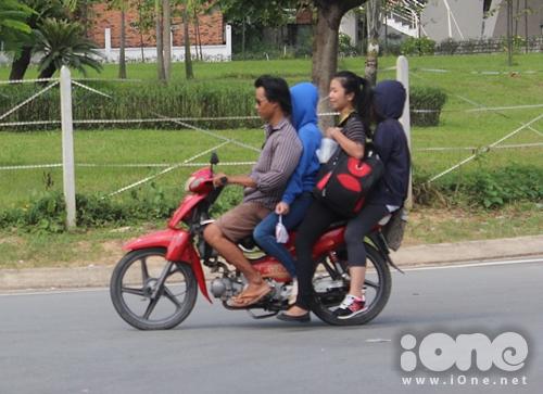 Xe kẹp ba vẫn là điều bình thường và kẹp bốn cũng không phải chuyện hiếm!