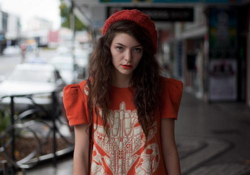 Ít ai tin Lorde còn chưa tròn 17 tuổi.