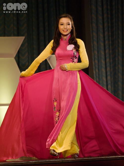Ở nội dung thi trình diễn trang phục các dân tộc Việt Nam, các bạn thí sinh được khuyến khích lựa chọn những mẫu trang phục của các dân tộc thiểu số nhằm tạo nên sự phong phú ở các tiết mục dự thi.
