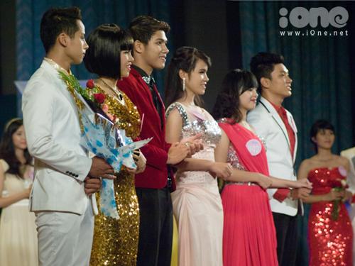 Giải nhì và ba đơn nữ lần lượt thuộc về bạn Nguyễn Thị Phước Sang và Phan Quế Dung, đều cùng học ĐH Ngoại ngữ.
