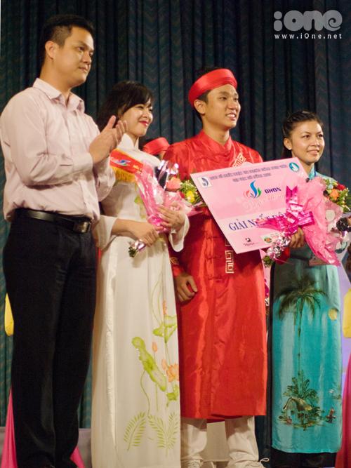 Ngoài ra, giải nhất đôi nam nữ thuộc về đôi bạn Hoàng Nguyễn Lan Nhi và Lê Đăng Khoa, ĐH Sư phạm.