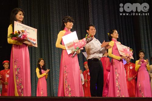 Những nữ sinh Đà Nẵng khoe nhan sắc trong đêm Duyên dáng sinh viên Đà Nẵng.