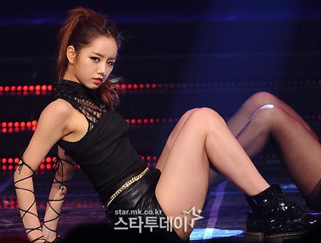 """Người đẹp ca sĩ Hyeri của Girl""""s Day chia tay tình già"""
