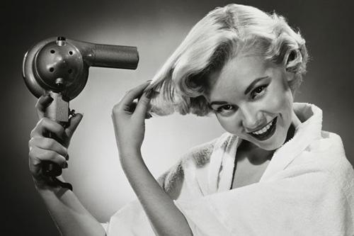 blond-blow-drying-hair-8161-1384932228.j