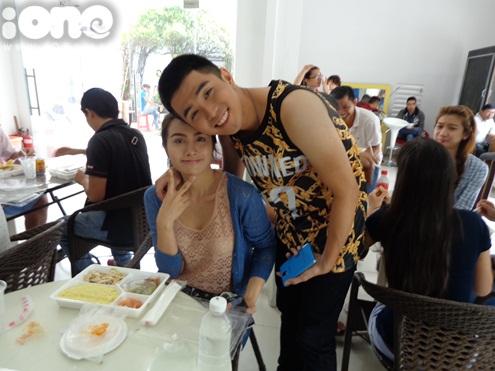 Anh chàng thân thiết bên Yaya Trương Nhi  bạn gái Lương Bằng Quang. Gần đây, Trương Nhi được biết đến nhiều hơn khi tham gia bộ phim Âm mưu giày gót nhọn của đạo diễn, diễn viên Việt Kiều Kathy Uyên.