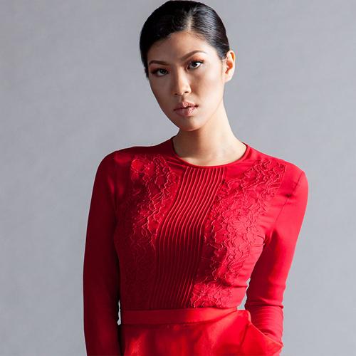 Janice người Indonesia 21 tuổi cao 1m74.