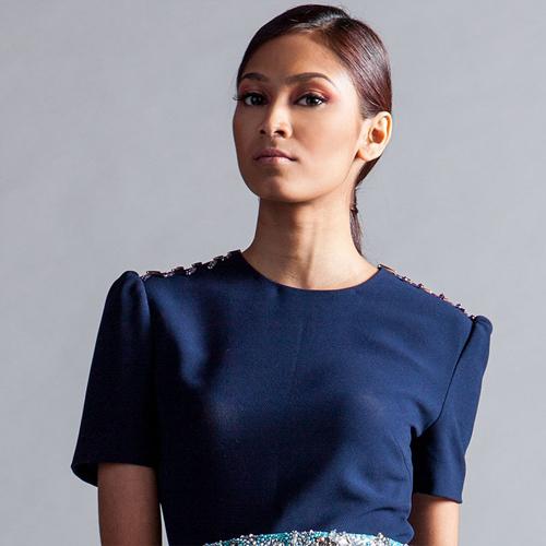 Poojaa người Singapore 22 tuổi cao 1m70