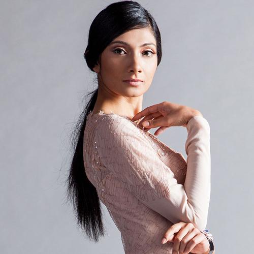 Sneha người Ấn Độ 23 tuổi cao 1m75. Asia's Next Top Model 2014 dự kiến phát sóng tập đầu ngày 8/11/2014 trên kênh Star World.