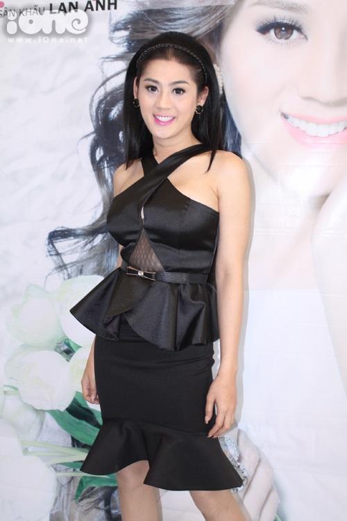Trưa ngày 28/11, người đẹp chuyển giới Lâm Chi Khanh đả tổ chức buổi họp báo công bố liveshow của mình mang tên Nếu em được chọn lựa sẽ diễn ra vào ngày 12/12 tại sân khấu Lan Anh.