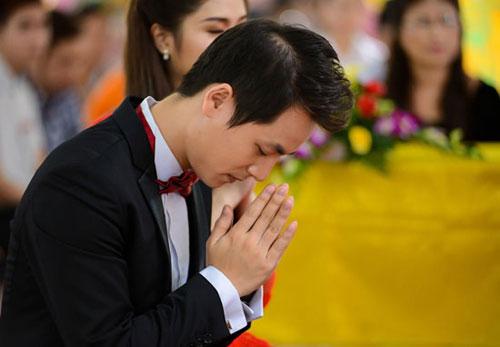 Đăng Khôi cũng là một Phật tử đã Quy y tại chùa Kỳ Quang 2, pháp danh của anh là Quang Đức. Chính vì vậy, ngày trọng đại của mình Đăng Khôi luôn hướng tâm đức về nhà Phật.