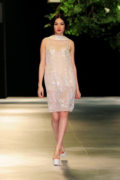 Chất liệu các mẫu váy mỏng, nhẹ phù hợp thời tiết dịp xuân hè.