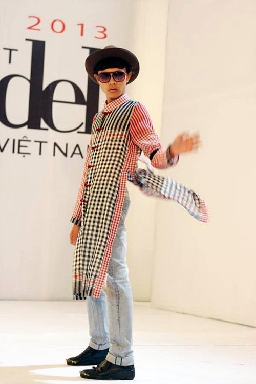 Nguyễn Quốc Thịnh (Thịnh Chocolate) được nhiều người biết đến sau khi xuất hiện nổi bật trong buổi casting chương trình Người mẫu Việt Nam 2013 với bộ áo dài cách điệu từ khăn rằn.