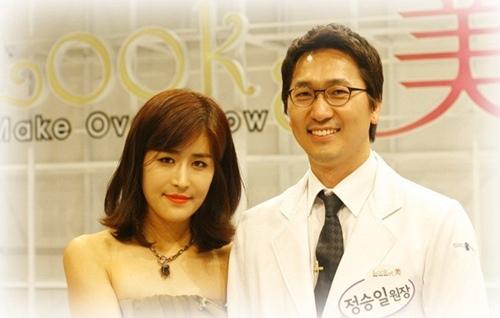 Tuyệt vời hơn, sau hơn 30 năm không được chàng trai nào ngỏ lời, cô đã được chính bác sĩ phẫu thuật cho mình cầu hôn vì sự thành công mỹ mãn của ca phẫu thuật.