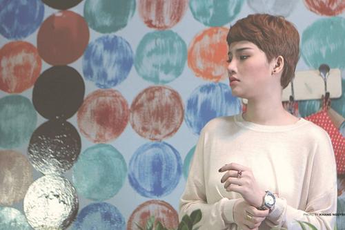 Cách đây không lâu, Miu Lê đã giới thiệu ca khúc Em vẫn hy vọng của nhạc sĩ Tăng Nhật Tuệ và nhận được phản hồi tích cực từ khán giả. Bài hát này ngay thời điểm ra mắt đã nhanh chóng có mặt trong nhiều bảng xếp hạng âm nhạc và luôn được yêu cầu ở tất cả sân khấu mà Miu Lê biểu diễn. Chính vì thế, cô cùng ê-kíp của mình tại Avatar Entertainment đã bắt tay ngay vào việc thực hiện MV cho bản hit mới này.