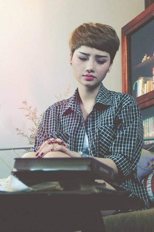 Ca khúc Em vẫn hy vọng nằm trong album đầu tay chuẩn bị phát hành vào cuối tháng 12 của Miu Lê.