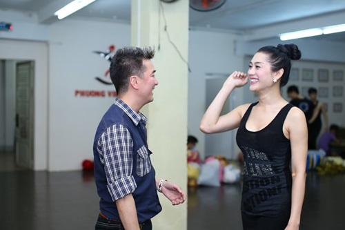 Lâm Chi Khanh đang tất bật cùng các khách mời luyện tập cho live show của mình diễn ra vào ngày 12/12 sắp tới. Trong số những khách mời và các tiết mục được đầu tư hoành tráng, tiết mục kết hợp cùng Đàm Vĩnh Hưng là một trong những màn trình diễn