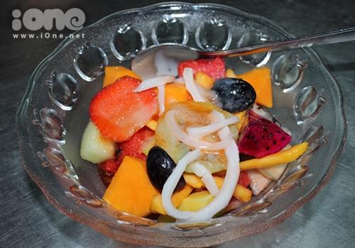 Tô trái cây khi được dọn lên sẽ không có thêm sirô như những nơi khác.