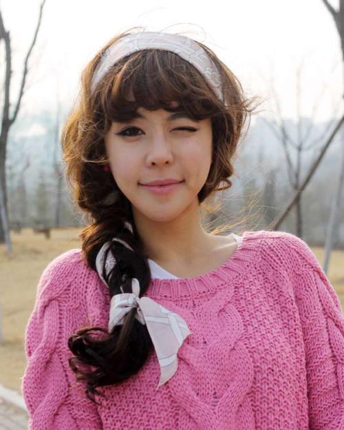 Kiểu tết tóc với khăn dành cho các bạn gái có mái tóc mỏng muốn sở hữu một kiểu tóc tết thật đẹp.