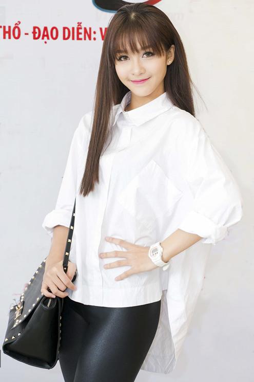 rong phim Trở về 3, Khả Ngân sẽ thay thế vai của Trương Quỳnh Anh từng nhận lời tham gia trước đấy. Đây cũng là vai diễn khá phù hợp với Khả Ngân ngoài đời khi nhân vật cô đảm nhận rất mê thể thao, học boxing ngay từ nhỏ.