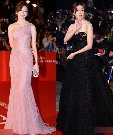 Không chỉ tỏa sáng với vai chính trong Cold Eyes, Han Hyo Joo còn làm sáng bừng thảm đỏ xứ Hàn năm nay với hai bộ cánh nền nã tại LHP Busan (BIFF) và lễ trao giải Rồng Xanh. Chiếc váy đuôi cá lệch vai màu hồng nhạt ôm sát thân hình của nữ diễn viên được xếp vào top đẹp nhất LHP Busan. Trong khi đó, chiếc đầm ren đen cúp ngực lại làm tăng thêm vẻ gợi cảm của Han Hyo Joo.