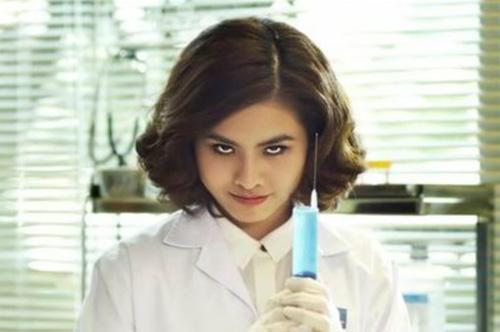 Mai Châu của Cô Dâu Đại Chiến vốn tính khí tưng tửng đã trở thành một kẻ cực kỳ nguy hiểm. Cộng với nghề nghiệp của mình, sang phần 2 cô đã trở thành một bác sĩ cực kỳ quái dị với tài gây mê điêu luyện.