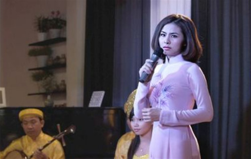 Với Vân Trang thì đây là một dịp để cô trổ tài lẻ của mình khoe với khán giả. Trong một số chương trình trước đây, khán giả đã từng nghe cô hát một hai lần. Nhưng vừa hát vừa nhảy múa một cách bài bản thì chắc chắn Cô dâu đại chiến 2 sẽ là lần đầu tiên.