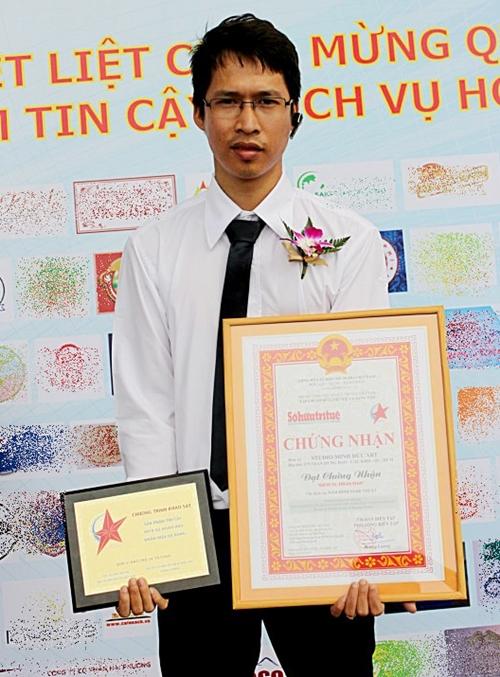 Minh Đức nhận giải thưởng Dịch vụ hoàn hảo. Ảnh: MĐArt.