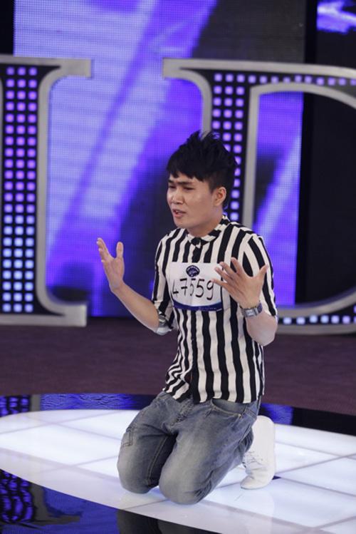 Hình ảnh Quân Kun lạy lục giám khảo gây sốc khán giả truyền hình. Ảnh: BHD.