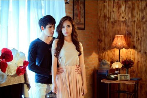 MV Hai thế giới, lần đầu tiên Ái Phương hợp tác cùng nam diễn viên, người mẫu Nhật Vũ. Tuy lần đầu hợp tác nhưng diễn viên Nhật Vũ đã có một sự kết hợp vô cùng ăn ý với ca sỹ Ái Phương, góp phần tạo nên sự thành công cho MV lần này.