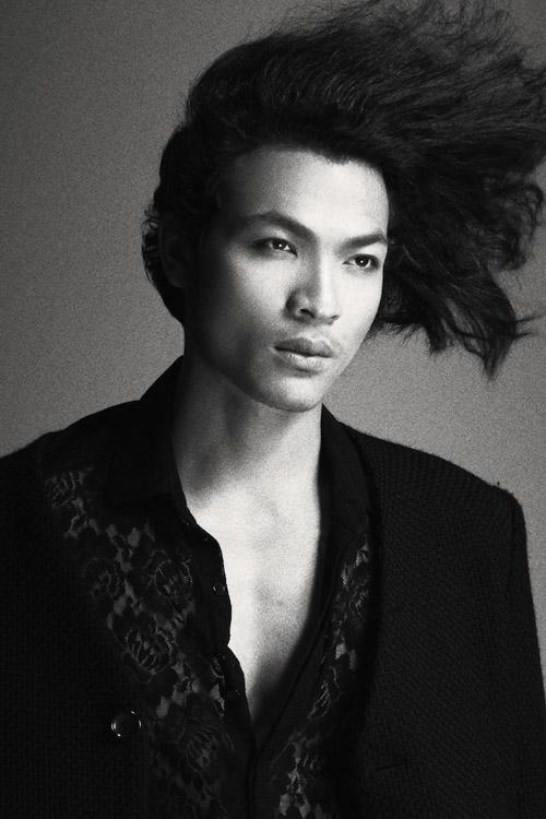 Tuy chỉ dừng lại ở vị trí Á quân, Vũ Tuấn Việt vẫn là thí sinh nhận được nhiều chú ý trong Vietnam's Next Top Model năm nay. Anh chàng luôn được các giám khảo đánh giá là người mẫu nhiều tiềm năng với thể hình chuẩn cùng gương mặt nam tính, lãng tử.