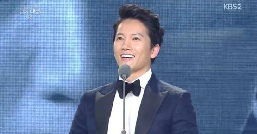 Nam diễn viên Ji Sung.