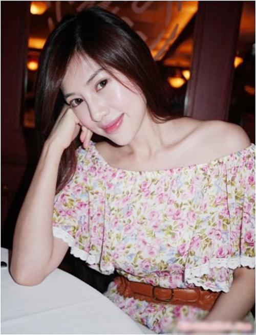 Cô cũng gây ấn tượng với phong cách ăn mặc thời trang, hiện đại không kém giới trẻ.