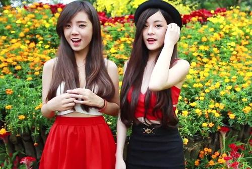 Hai hot girl BB&BG khoe giọng trong Liên khúc xuân. Ảnh chụp màn hình.