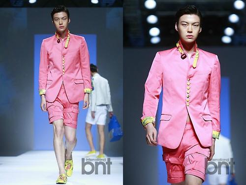Anh chàng còn là khách mời Ahn Jae Hyun còn là khách mới và người mẫu của rất nhiều show lớn như Seoul Fashion Week, Preview in Shanghai, Pret-a-porter Busan&