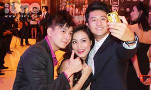 Hoàng Thùy Linh ríu rít chụp ảnh tự sướng với Bắp Huy