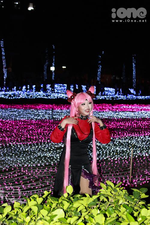 Một số bạn còn kì công ăn mặc theo phong cách cosplay Nhật Bản để chụp hình nữa nhé.