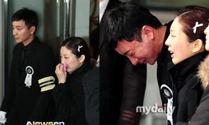 Lee Teuk khóc nấc trong tang lễ của cha