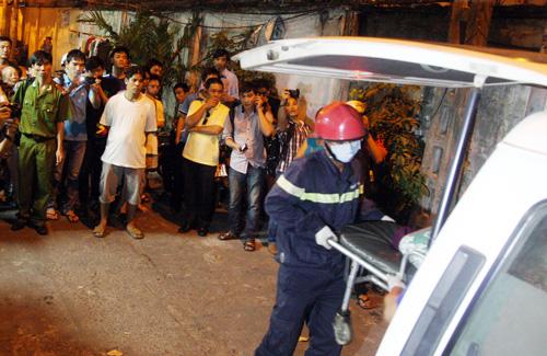Đến 19h, thi thể 4 sinh viên được chuyển đi khỏi hiện trường.